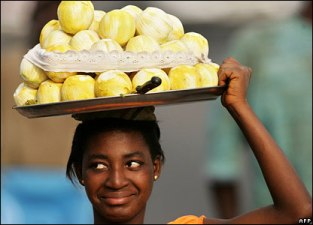 This is an orange seller. Look at her fine face. Tsew.