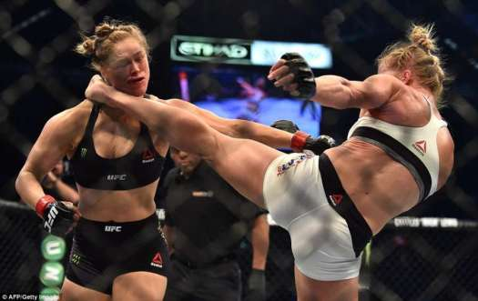 Holly-Holm-beats-Ronda-Rousey